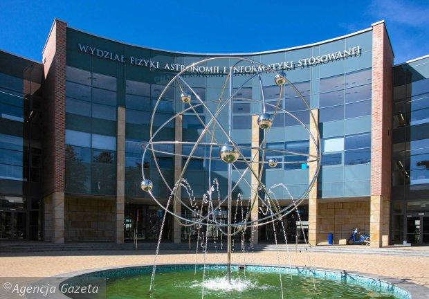 z16723034qul-lojasiewicza-11-budynek-wydzialu-fizyki-astr