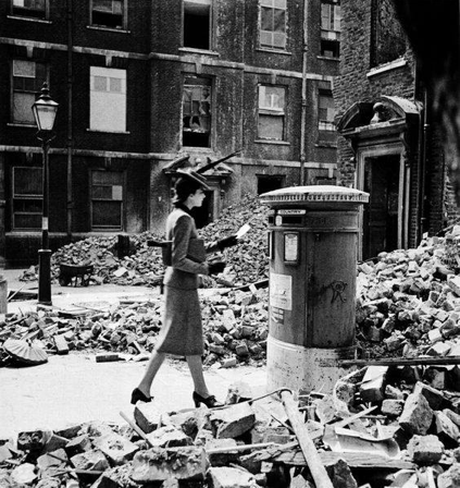 Cecil Beaton - Woman posting a letter in London in 1940
