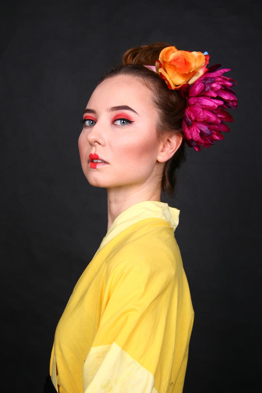autorką zdjęcia jest Katarzyna Januś, pozowała Karolina Burian