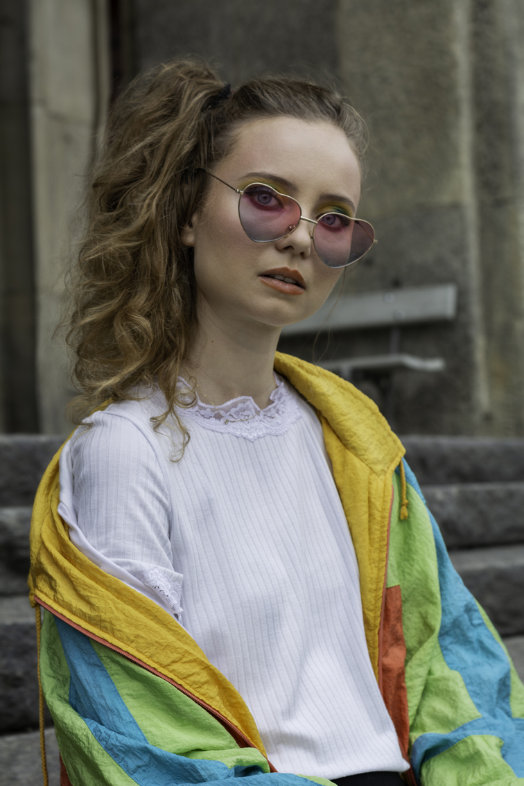 autorką zdjęcia jest Aleksandra Głód, pozowała Karolina Burian, make up Karina Radzevich