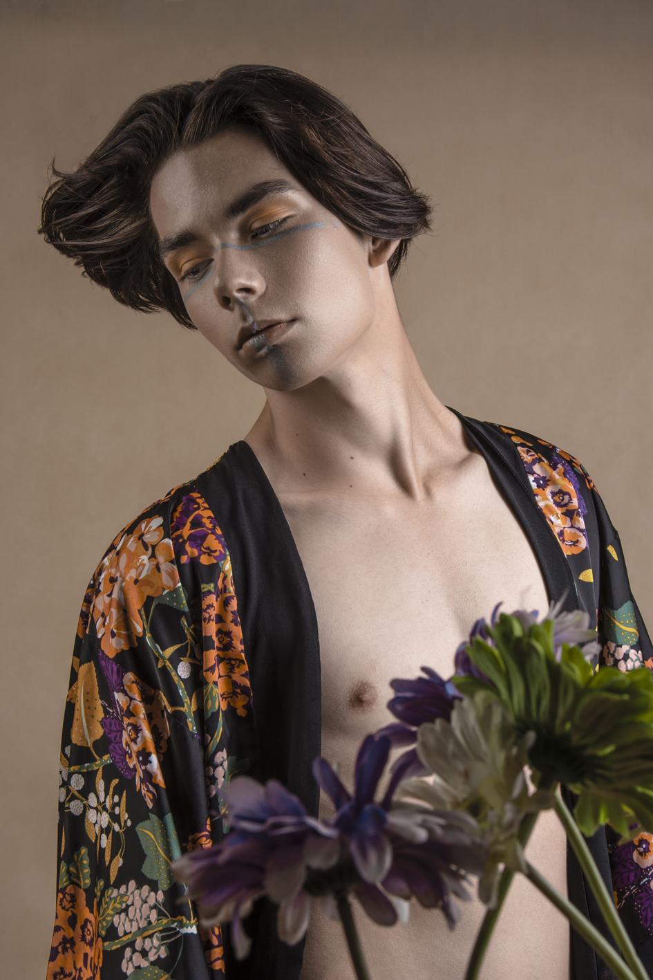 pozował: Bartłomiej Górnisiewicz, make up: Karina Radzevich, autorką zdjęcia jest Anna Wojdyło
