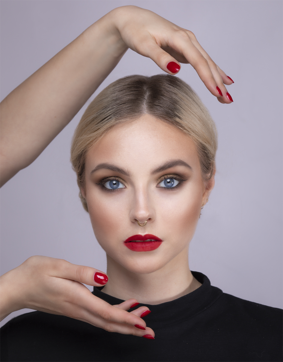 autorką zdjęcia jest Kinga Bartkowska, pozowała Paulina Romanek, make up Karina Radzevich