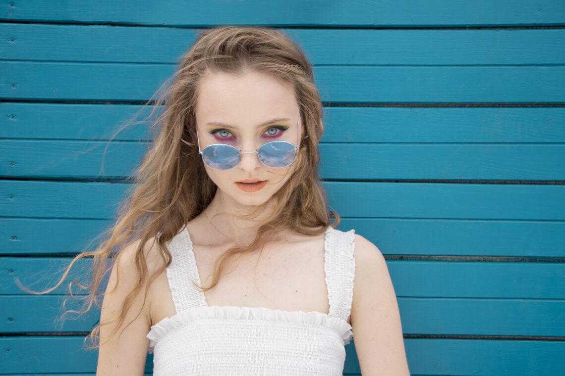 autorką zdjęcia jest Aleksandra Wojdyło, pozowała Karolina Burian, make up Karina Radzevich