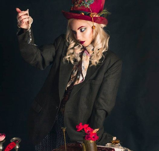 Autorem fotografii jest Piotr Piątkowski modelka - Paulina Romanek  makijaż – Karina Radzevich